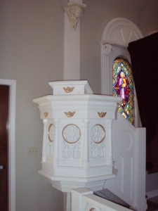 pulpit-christ-the-king-catholic-church-in-sarasota-florida-all-rights-reserved-marielena-montesino-de-stuart