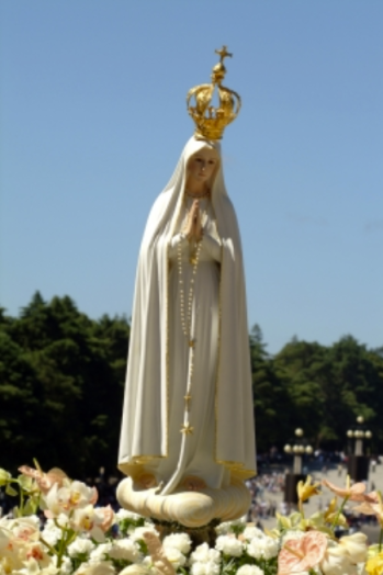 Our Lady of Fatima - Made according indications by Sister Lúcia, the image of the Pilgrim Virgin of Fatima was a gift made by the Bishop of Leiria and it was solemnly crowned by the Archbishop of Évora on May 13, 1947.